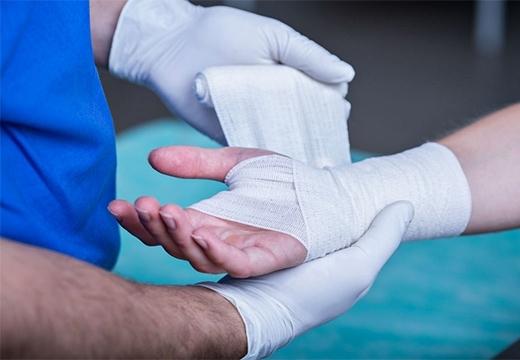 Лечение рваных ран: чем обработать в домашних условиях