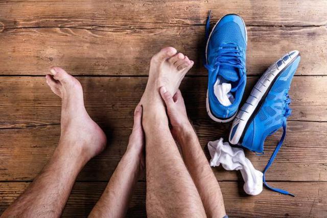 Ушиб стопы: лечение медикаментами и народными средствами
