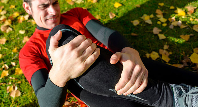 Ушиб коленной чашечки: симптомы, первая помощь и лечение
