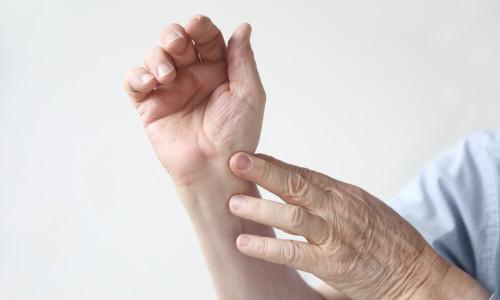 Что делать при вывихе запястья руки?