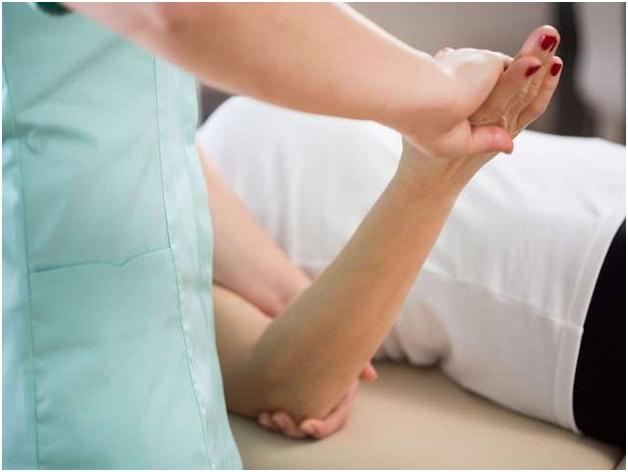 Ушиб локтевого сустава (локтя): первая помощь, лечение, последствия