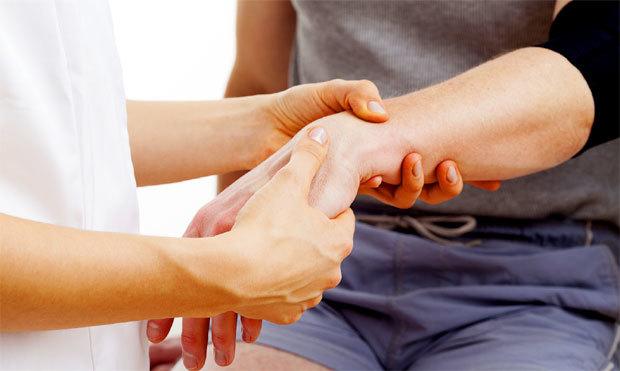 Перелом руки: первая помощь, лечение, реабилитация