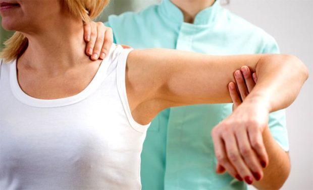 Вывих руки: первая помощь, лечение, реабилитация
