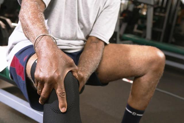 Ушиб коленного сустава (колена): первая помощь, лечение, последствия